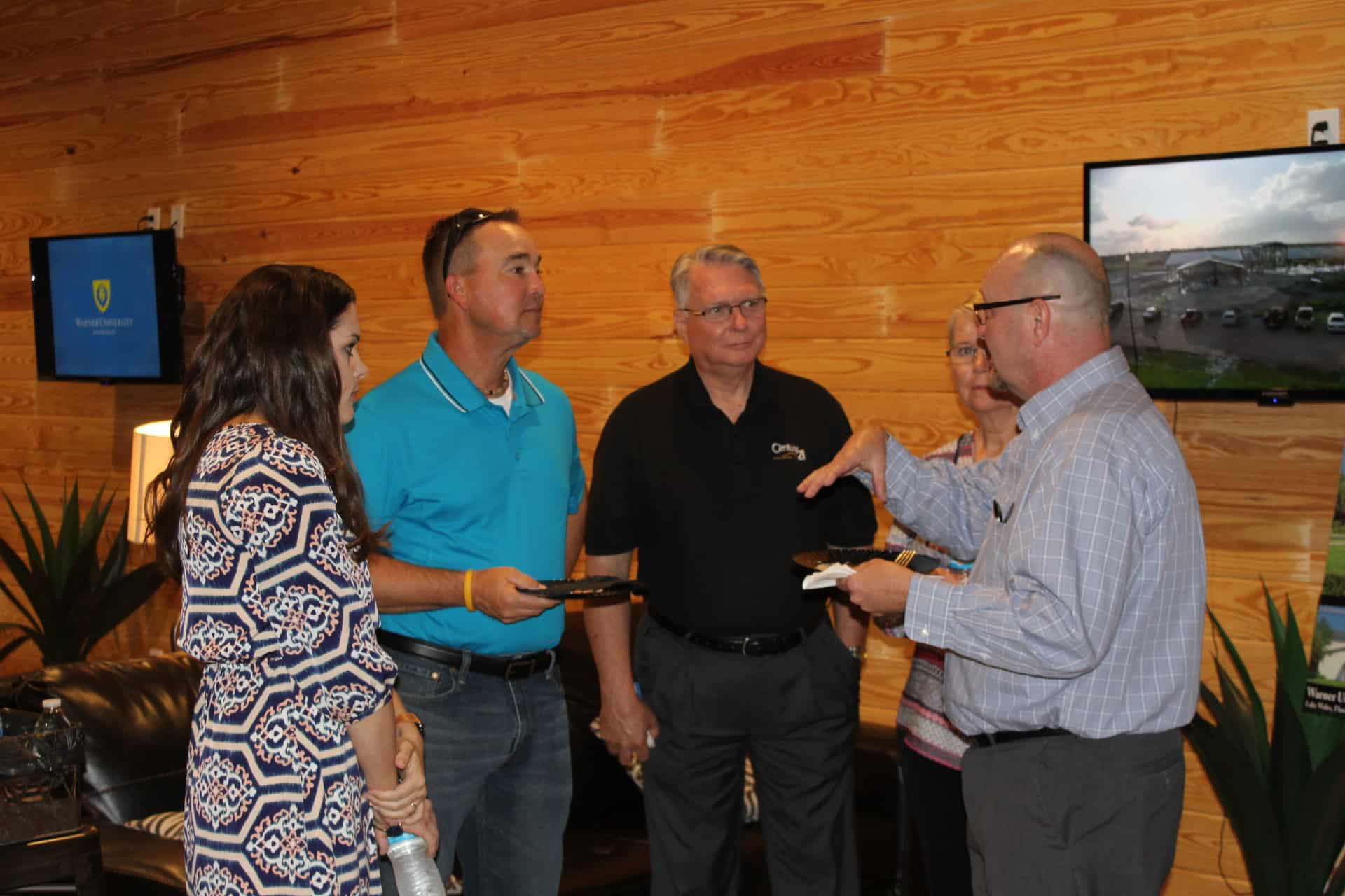 LW Chamber After-Hours Held at Warner